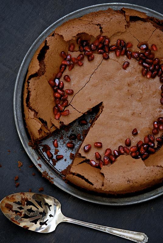 flourless-choc-pom-cake-2