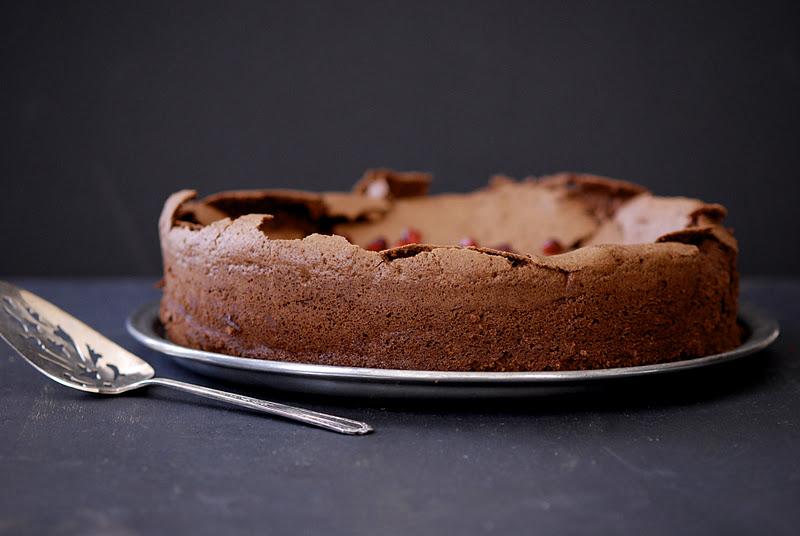 flourless-choc-pom-cake-4