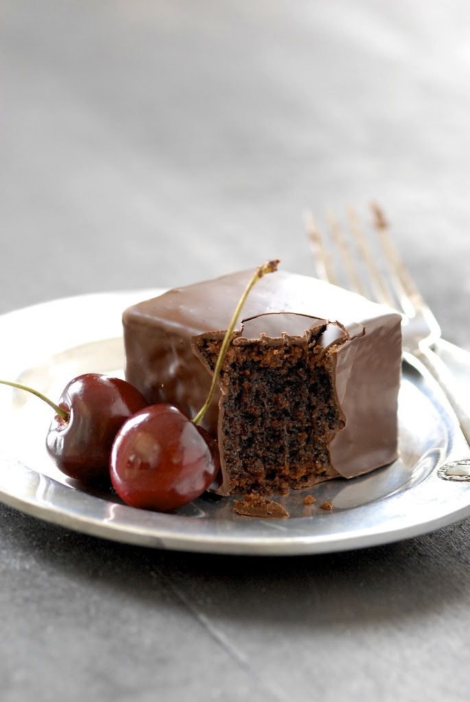 chocolate-mochi-cakes