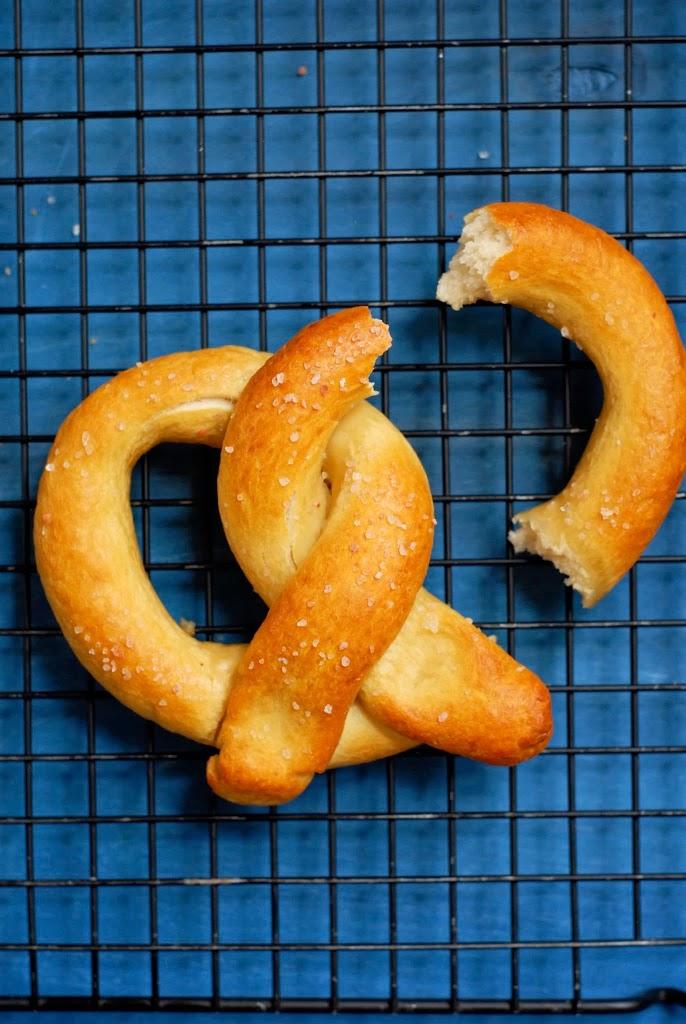 gluten-free soft-pretzels | @kumquatblog kumquatblog.com