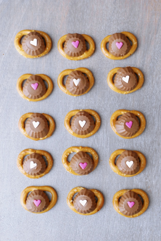 peanut butter-chocolate valentine pretzels | kumquat