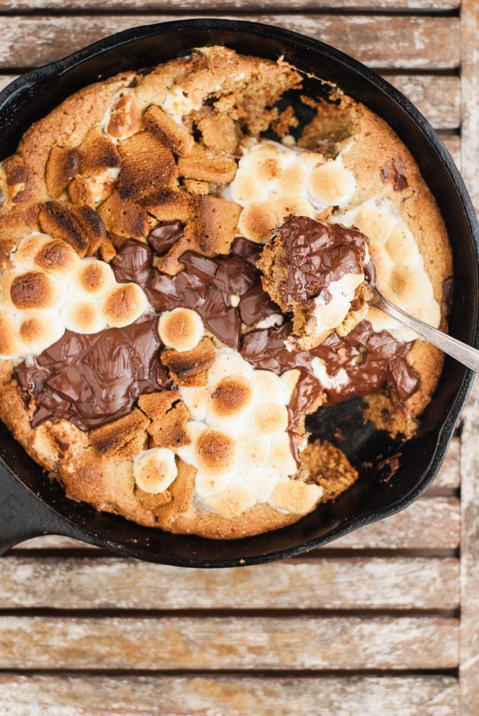 Gluten-Free S'mores Skillet Cookie | kumquatblog.com @kumquatblog recipe