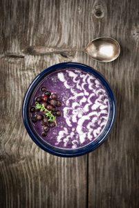 wild blueberry earl grey smoothie bowl with fresh lemon-vanilla yogurt   @kumquatblog kumquatblog.com recipe
