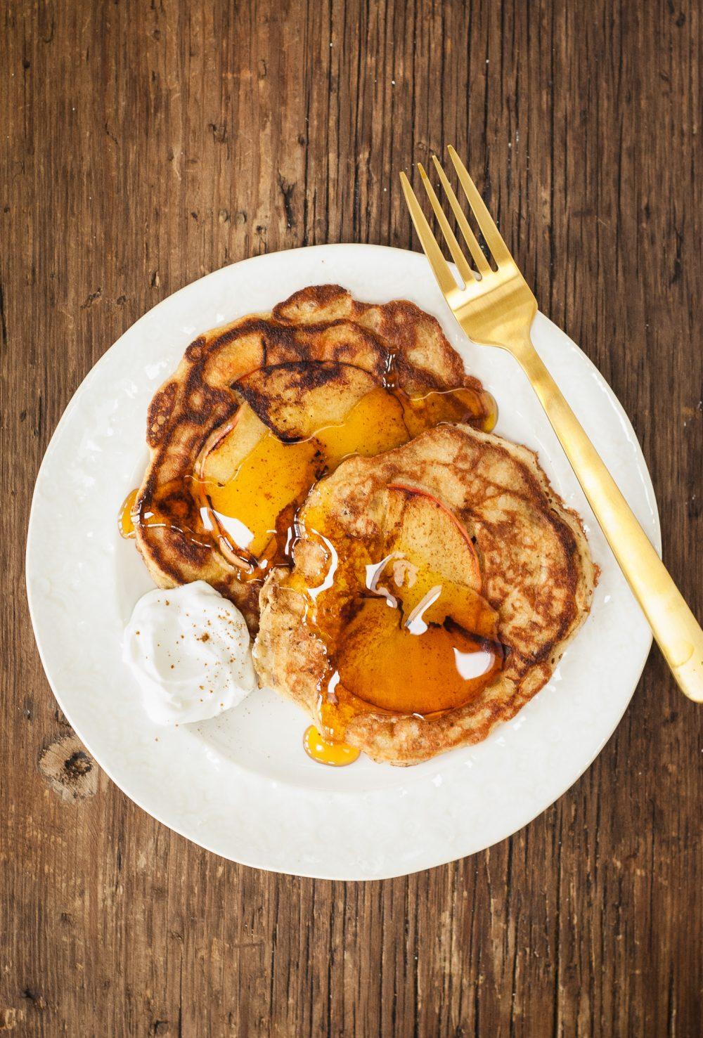 grain-free apple pie pancakes | kumquatblog.com @kumquatblog recipe