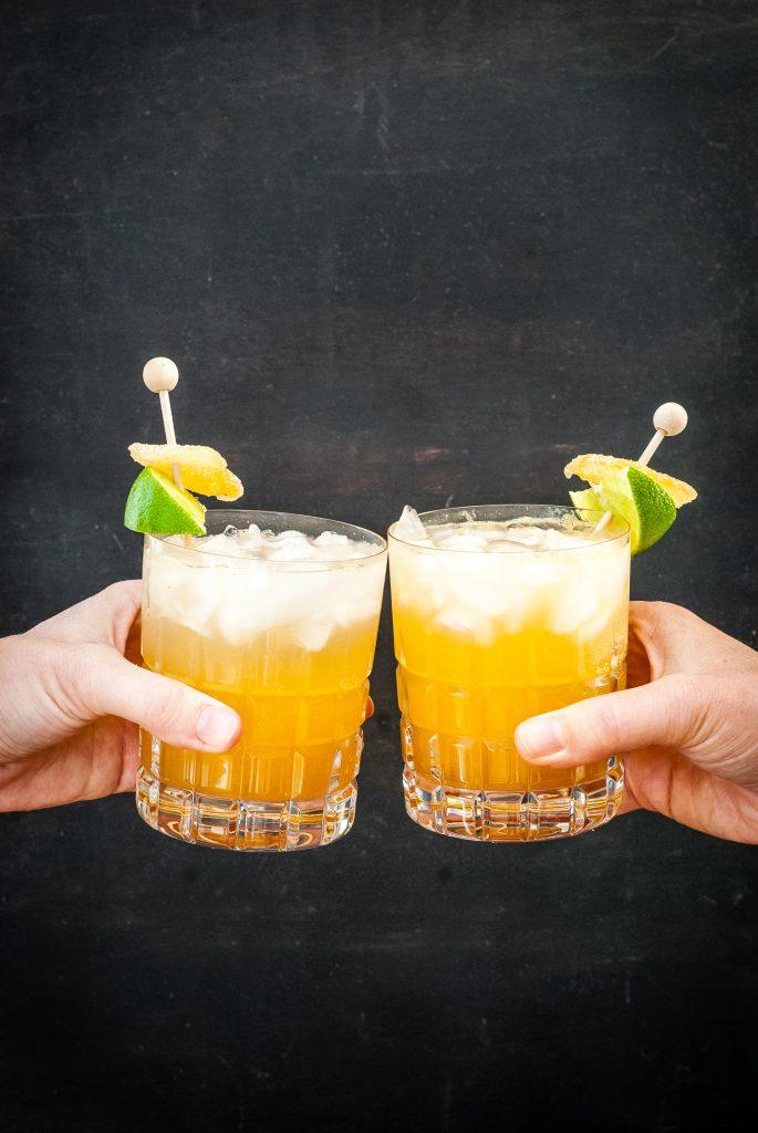 Honey Ginger Rum Peach Cocktail | kumquatblog.com @kumquatblog recipe