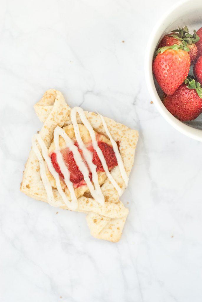 pretty little grain-free strawberry cream cheese tarts | kumquatblog.com @kumquatblog recipe