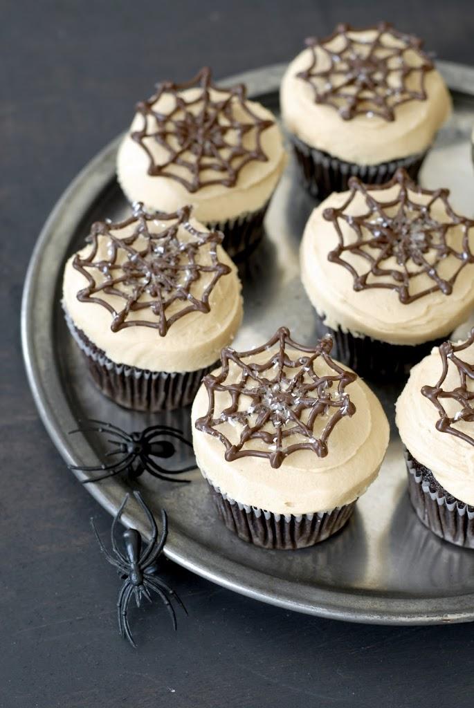 spider-cupcakes-1
