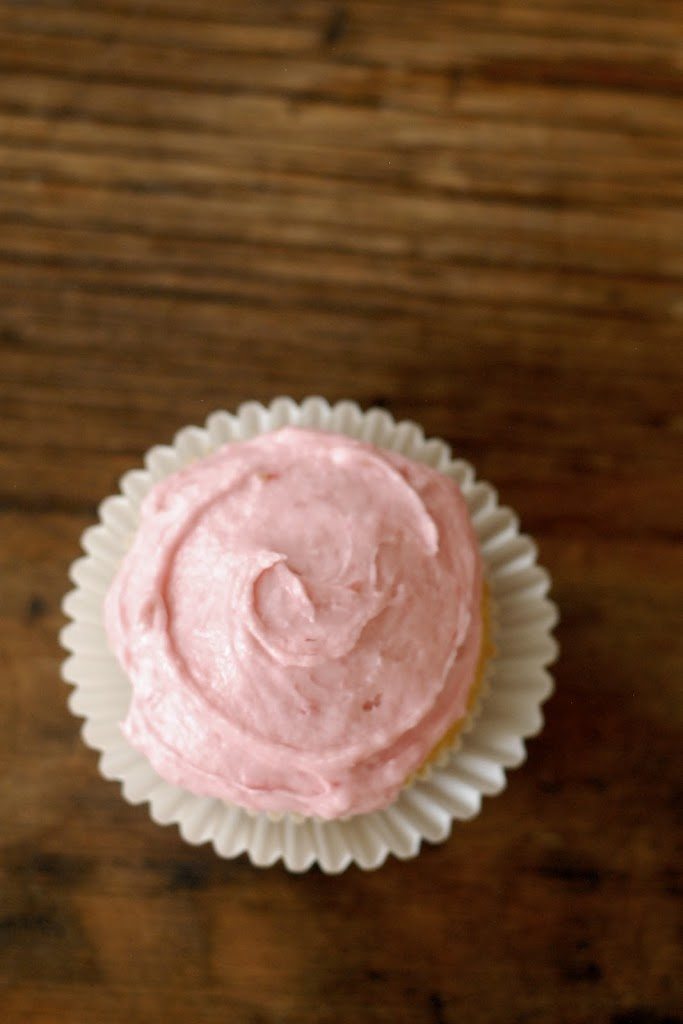 Yellow Cupcakes with Raspberry Fluff Frosting | kumquat ...
