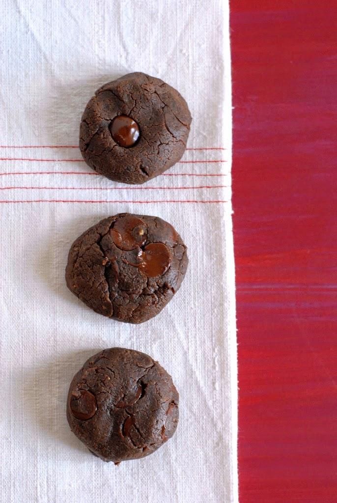 {gluten-free} chocolate-peanut butter brownie cookies | kumquatblog.com @kumquatblog