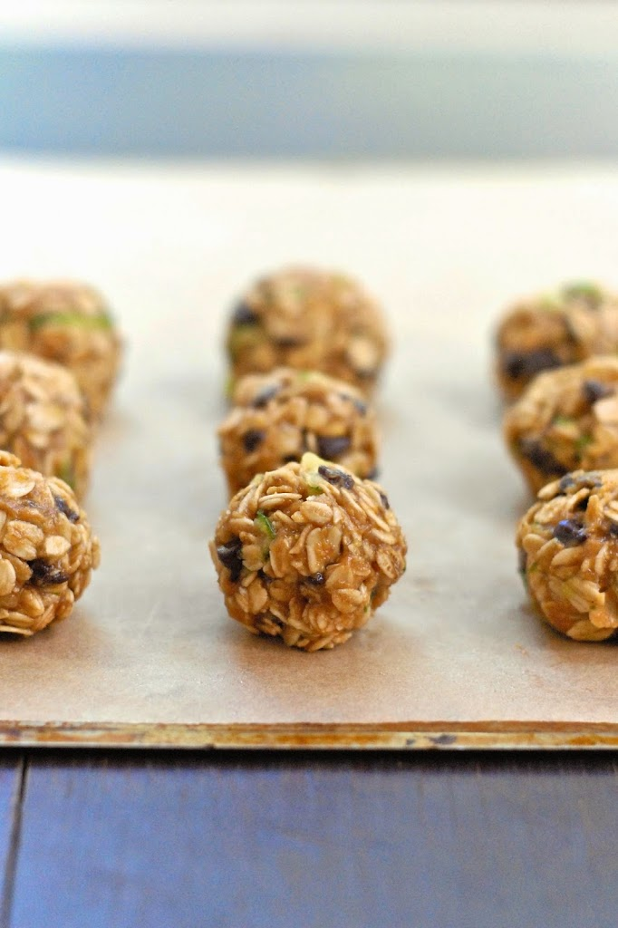 Gluten-Free Zucchini-Chocolate Chip Oat Balls | kumquatblog.com @kumquatblog recipe