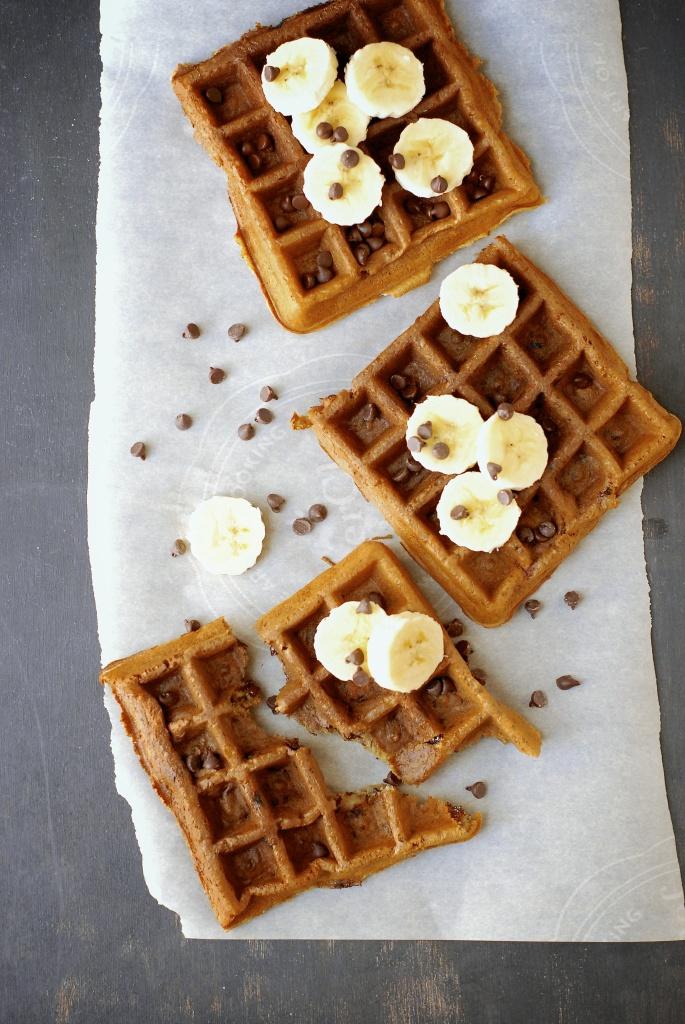 gluten-free banana chocolate chip waffles | kumquat