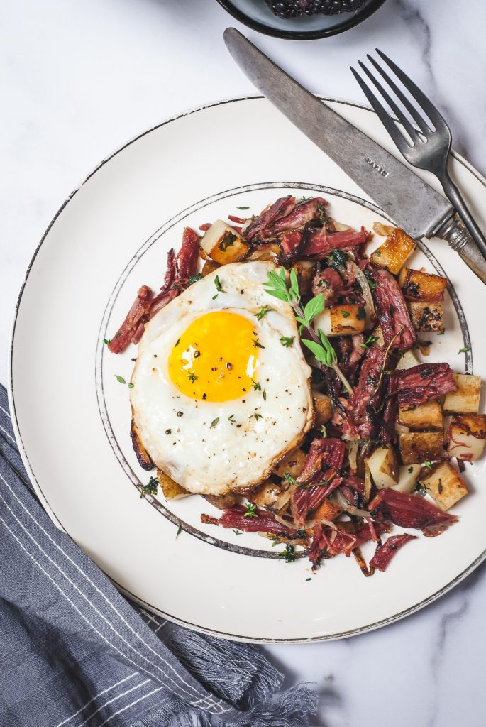 Corned Beef Hash with Fennel and Fried Eggs | kumquatblog.com @kumquatblog recipe