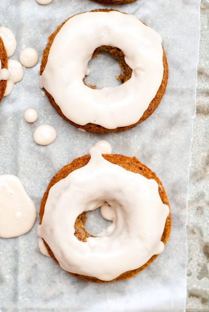 grain-free apple cider-flax donuts with maple glaze | kumquatblog.com @kumquatblog recipe
