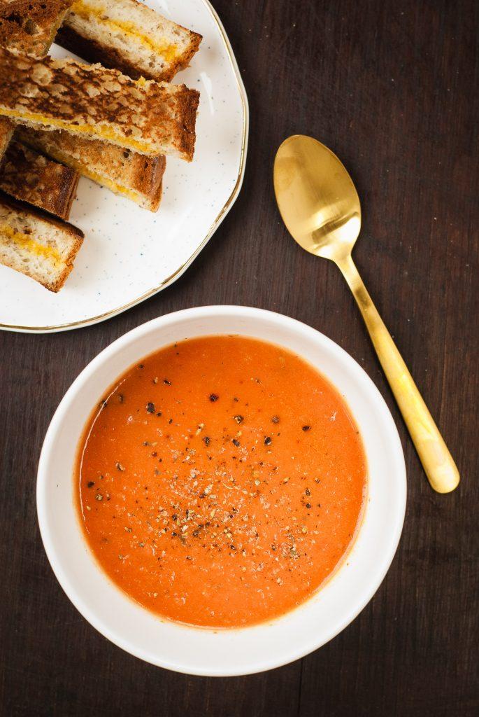 garlic tomato soup | kumquatbllog.com @kumquatblog