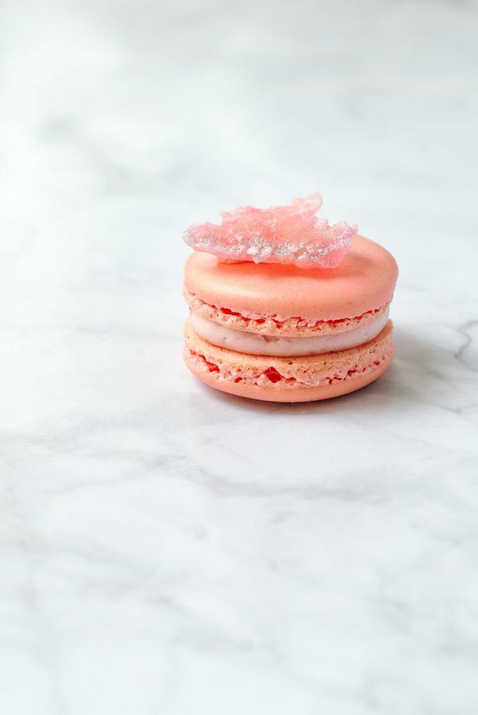 raspberry macarons | kumquatblog.com @kumquatblog recipe